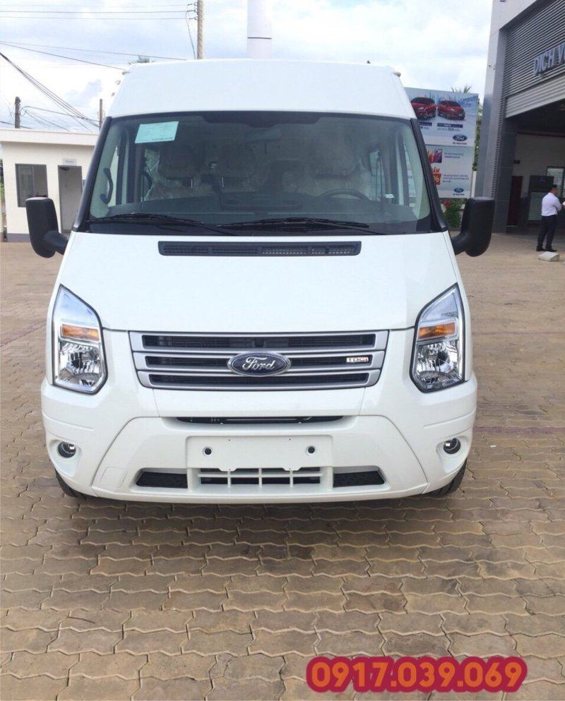 Ford Transit SVP màu trắng 2018 tại Bến Thành Ford