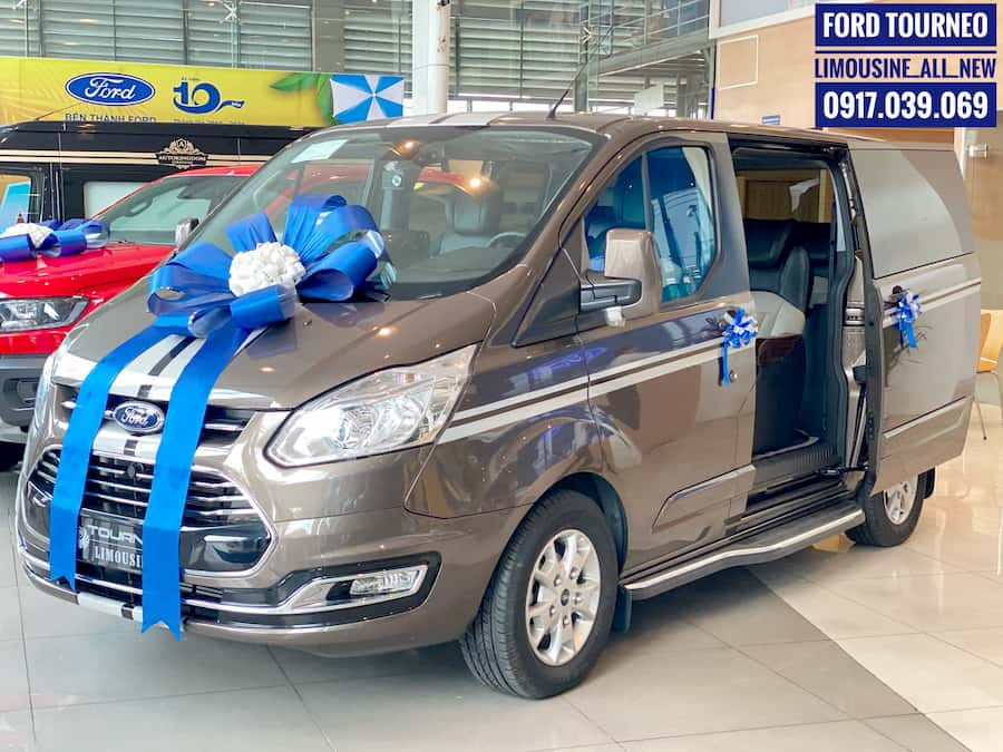 GIÁ XE FORD TOURNEO LIMOUSINE CAO CẤP